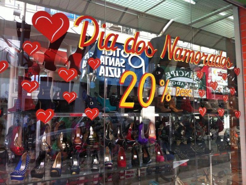 """Procon/JF orienta consumidores sobre compras para o """"Dia dos Namorados"""""""