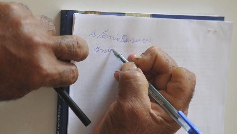 Analfabetismo no Brasil cai entre 2016 e 2018 de 7,2% para 6,8%