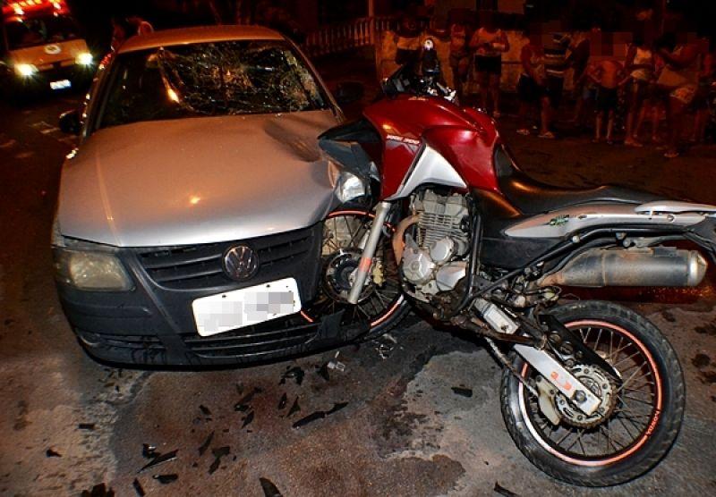 Motociclista inabilitado fica gravemente ferido em acidente com carro em Muriaé