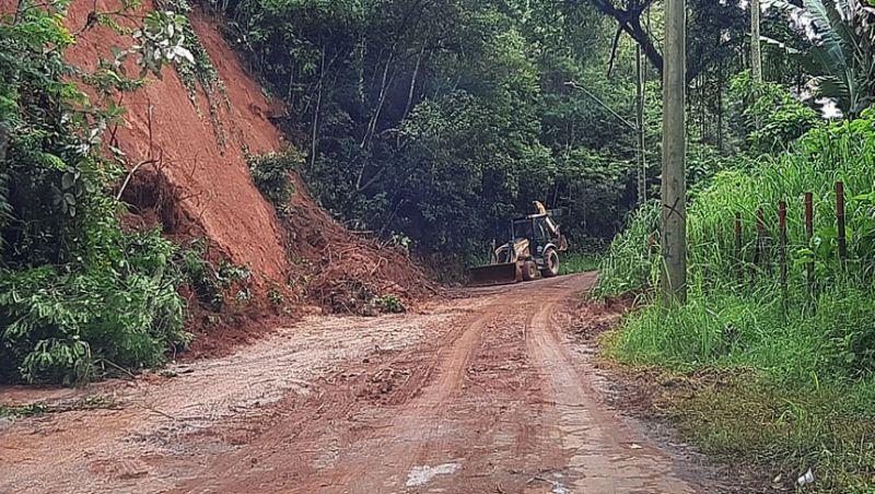 Prefeitura de Juiz de Fora trabalha na desobstrução de estradas vicinais após as chuvas