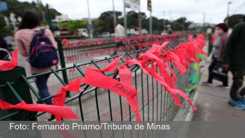 Memorial das vítimas da Covid-19 emociona transeuntes no Centro de Juiz de Fora