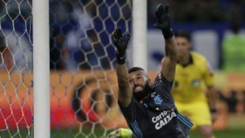 Setor de inteligência do Fla mandou o goleiro Alex Muralha cair para um lado só
