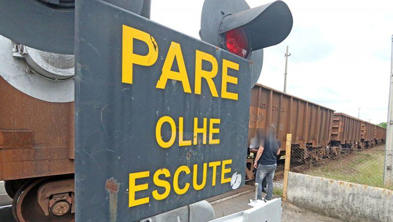 Homem morre atropelado por trem no Bairro Poço Rico em Juiz de Fora