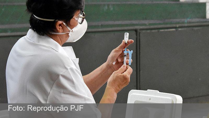 Drive-thru da UFJF, Sport Club, PAM Marechal e DSI vacinam contra Covid neste sábado, 19