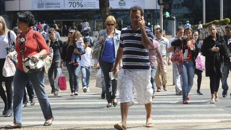 Taxa de desemprego no Brasil cai para 11,8% em julho, diz IBGE