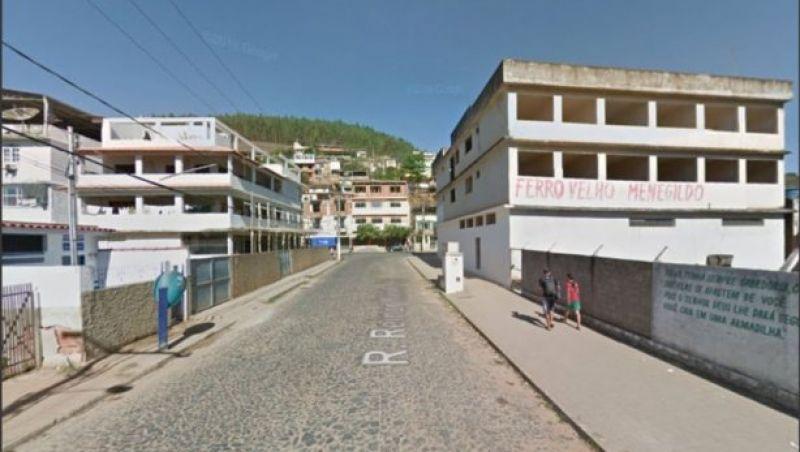 Homem é preso após agarrar mulher à força no meio da rua em Cataguases