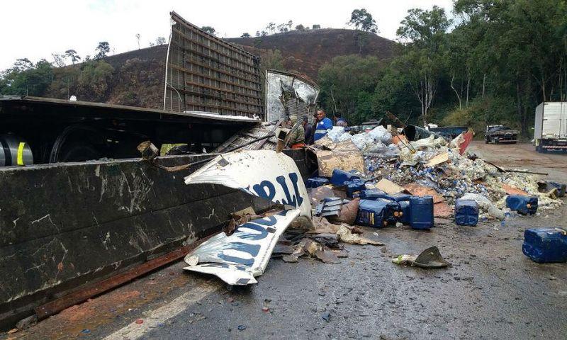 Após acidente com carreta, BR-040 está parcialmente interditada em Oliveira Fortes, MG