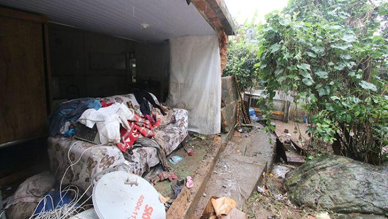 Rede de drenagem pluvial rompe, e muro de casa desaba durante chuva no Bairro Retiro em Juiz de Fora