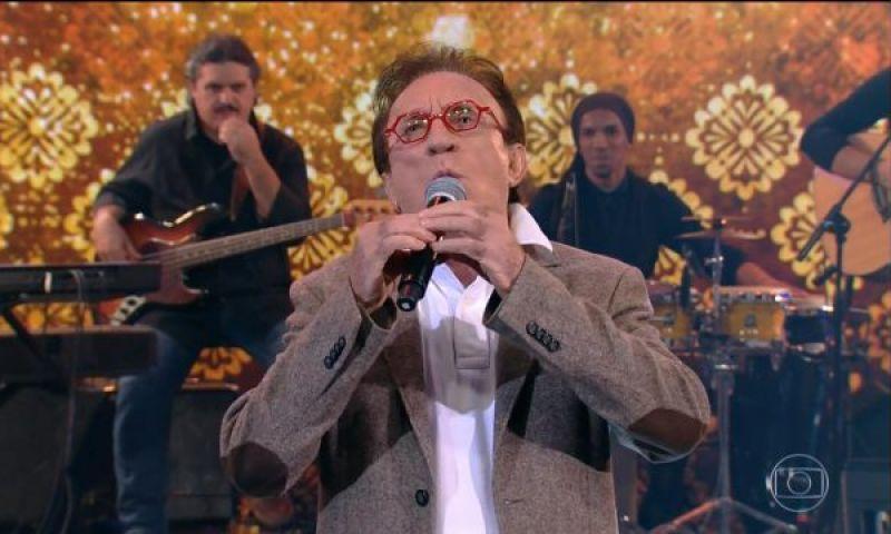 """Demitido do SBT, Moacyr Franco canta ao vivo no Faustão e """"quebra"""" a internet"""