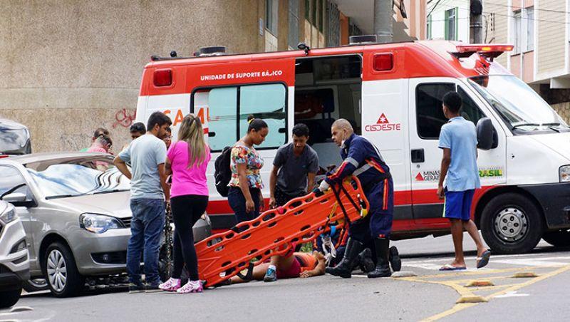 Três pessoas ficam feridas em acidentes na Zona Sul de Juiz de Fora