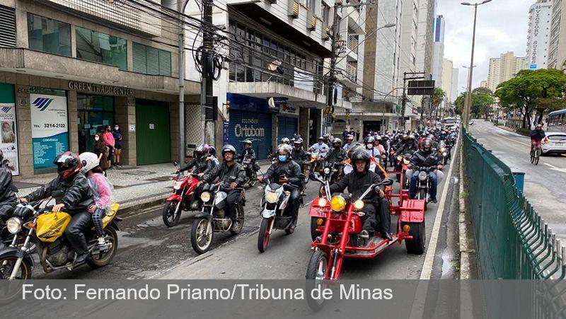 Motociata reverencia a padroeira do Brasil pelas ruas do Centro de JF