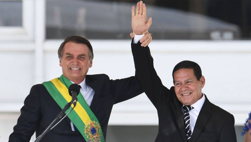 Processos de cassação contra chapa de Bolsonaro e Mourão avançam no TSE