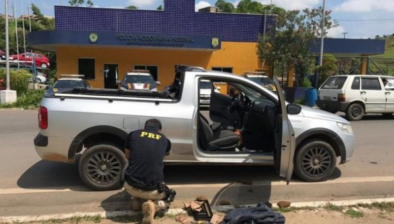 PRF-Leopoldina apreende 11 quilos de cocaína em veículo