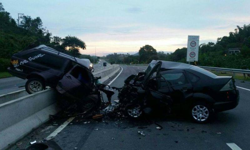 Dois acidentes graves deixam ao menos 10 mortos na BR-101, no RJ