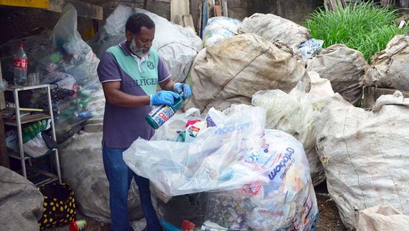 Paróquias transformam reciclagem em fonte de renda para comunidades