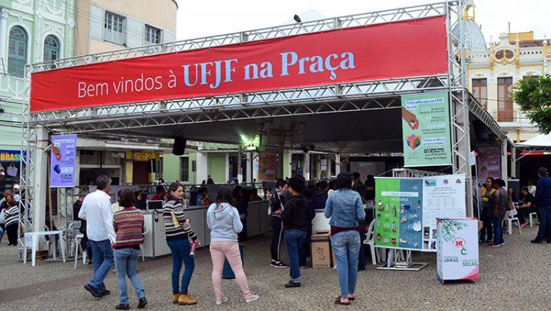 Ação da UFJF apresenta projetos para população na Praça da Estação