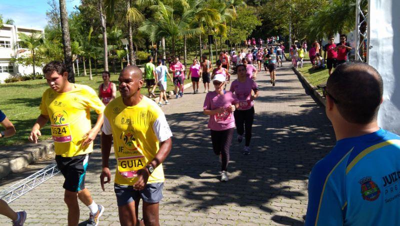 Corrida Solidária da Ascomcer leva 1500 atletas para o Campus da UFJF