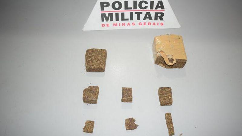 Jovem é detido com tabletes de maconha na madrugada em Muriaé
