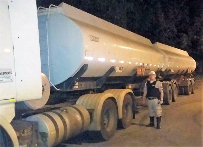 Caminhão carregado de combustível é retido pela PMR de Dona Euzébia