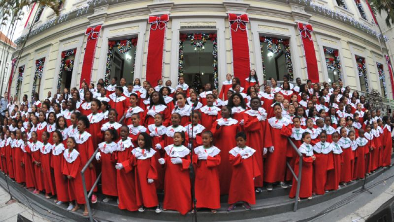 140 crianças e adolescentes dos curumins da Amac se apresentam no Canta e Encanta