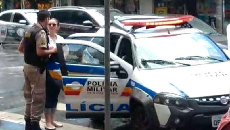Juiz solta mulher presa por injúria racial contra taxista em BH