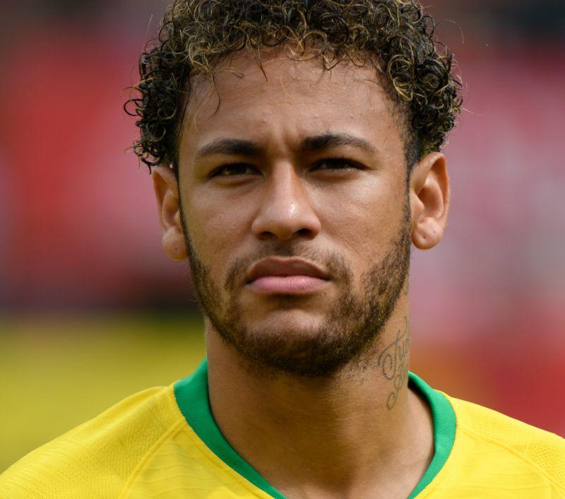 Neymar supera Ronaldo e se torna 2º maior artilheiro da seleção