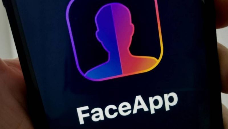 Procon multa Apple e Google por FaceApp
