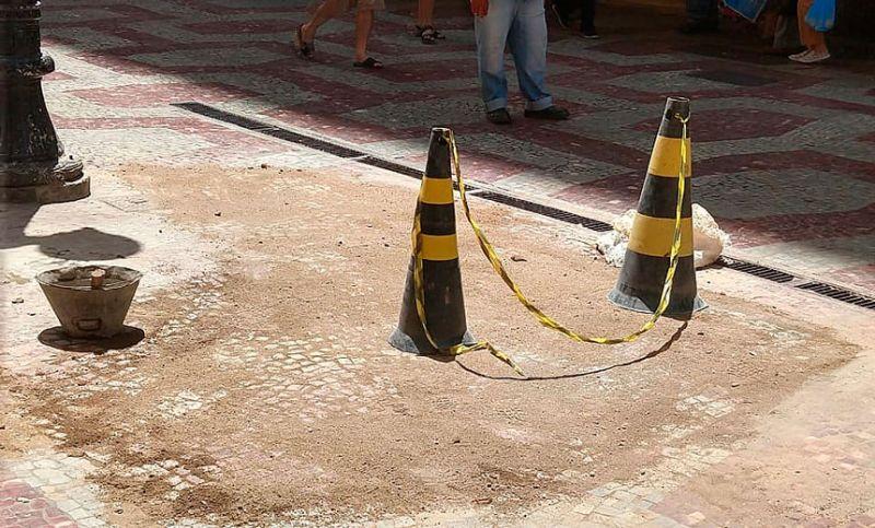 Secretaria de Obras faz manutenção no Calçadão da Halfeld
