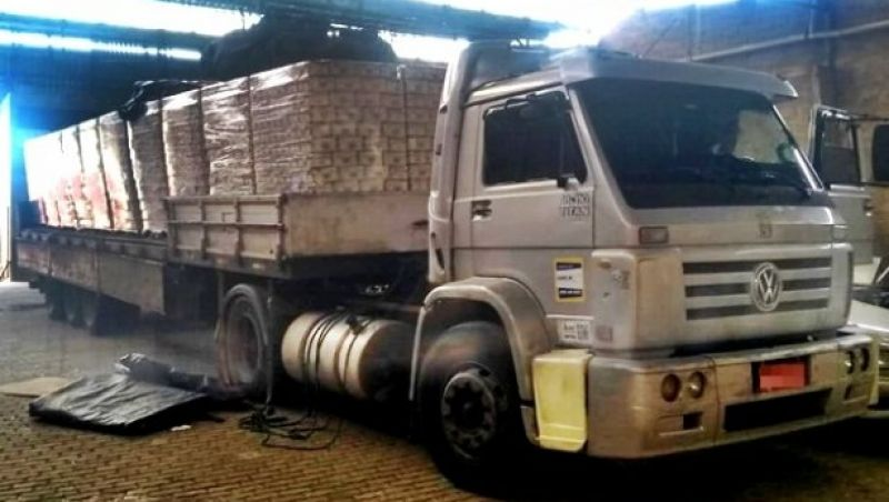 Polícia Civil de Muriaé encontra carreta roubada com carga de cerveja