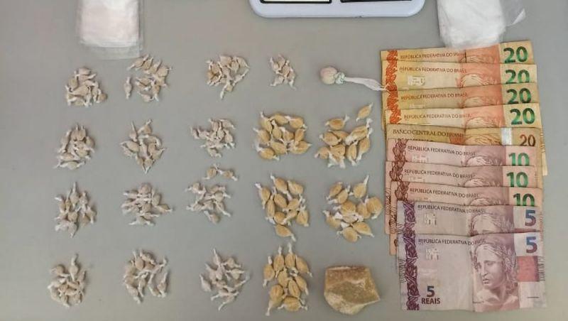 Adolescente é apreendido com porções de crack e cocaína em Barbacena