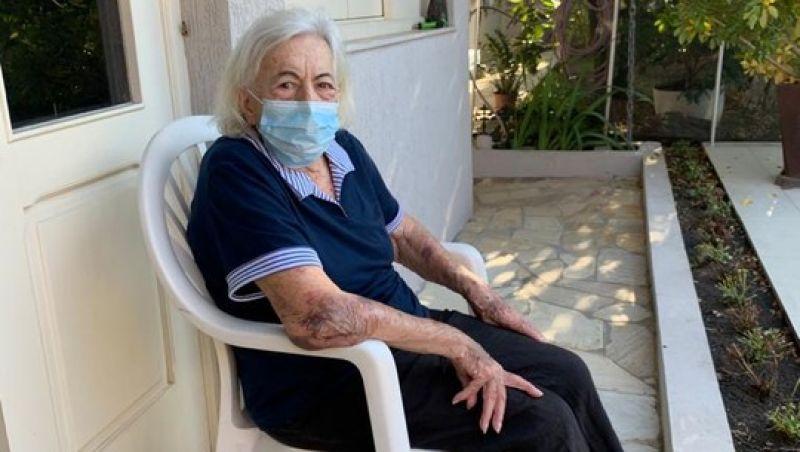 Paciente de 96 anos curada de coronavírus recebe alta e manda mensagem: 'tenham esperança'