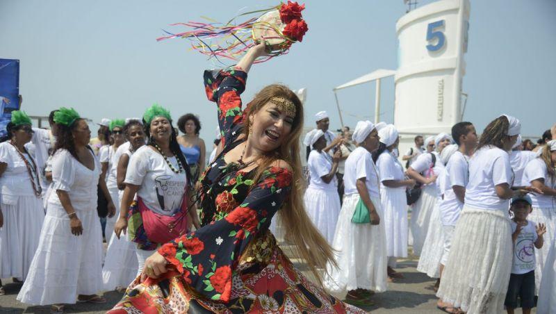 Religiosos pedem liberdade e respeito em caminhada no Rio