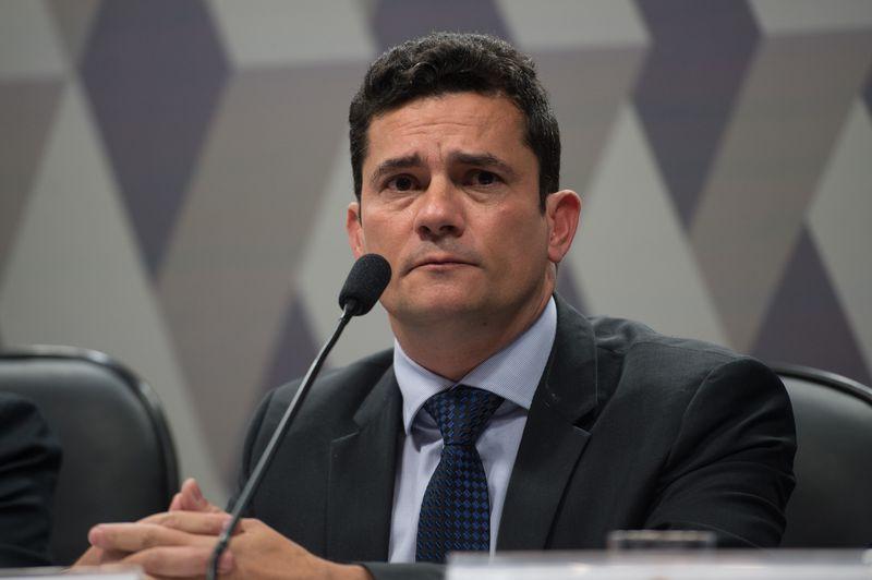 Moro condena ex-diretor da Petrobras e outros 11 na Lava Jato