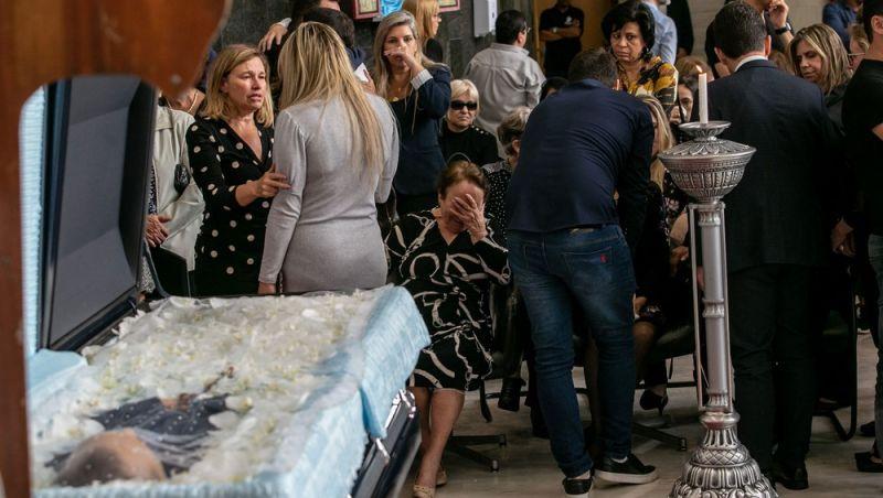 Velório de Gugu em SP reúne família, colegas de TV e fãs
