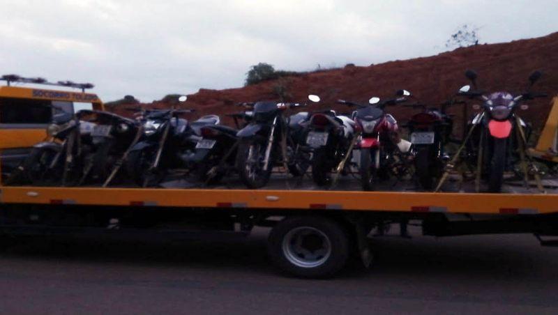 Polícia Militar prende 54 motociclistas por furar barreira sanitária em Cataguases