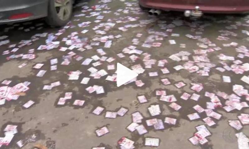 Cooperativas de reciclagem recolhem materiais utilizados em campanhas eleitorais