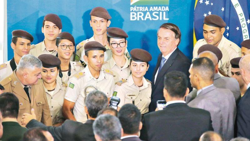 Minas Gerais aceita programa do MEC e terá duas escolas cívico-militares