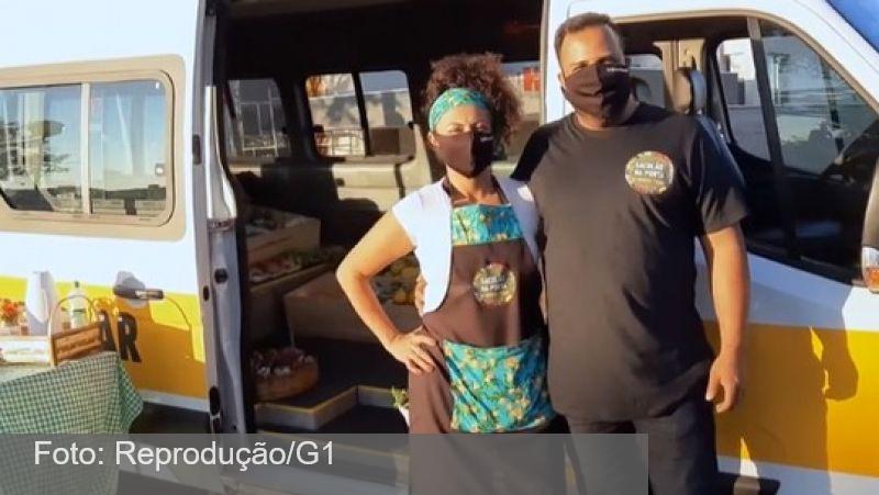 Com escolas fechadas, casal transforma van escolar em sacolão móvel