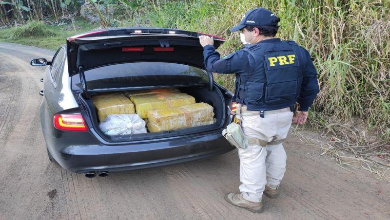 Jovem desobedece ordem de parada da PRF e é detido com cerca de 200 kg de maconha em Juiz de Fora