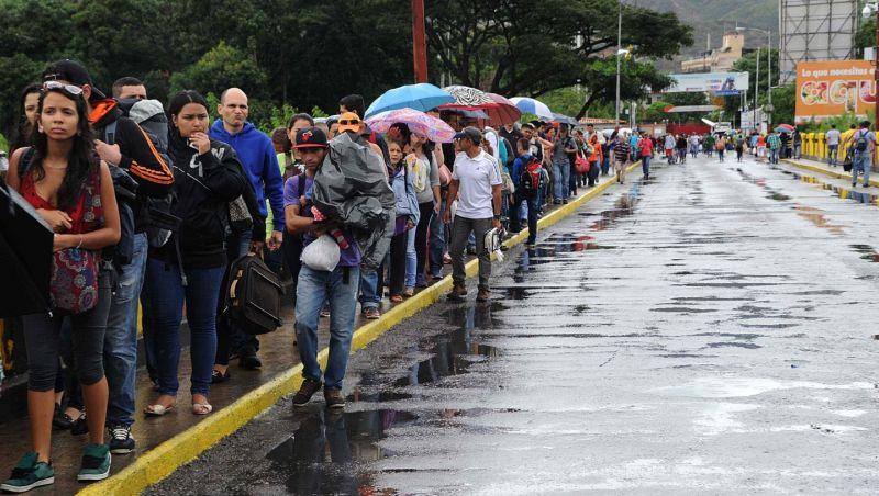 Não podemos abandonar os irmãos venezuelanos, diz Bolsonaro