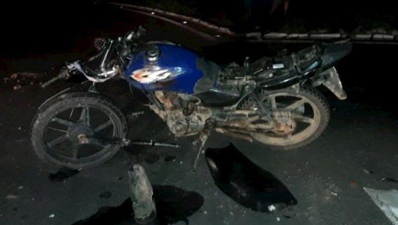 Colisão entre moto e caminhão no trevo da BR-116 em Leopoldina deixa um ferido
