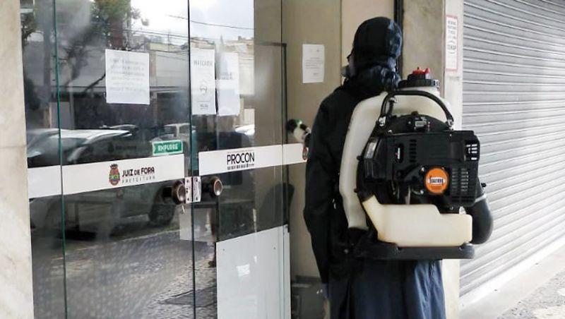 Equipe de descontaminação da Guarda Municipal de Juiz de Fora realiza ação no Procon