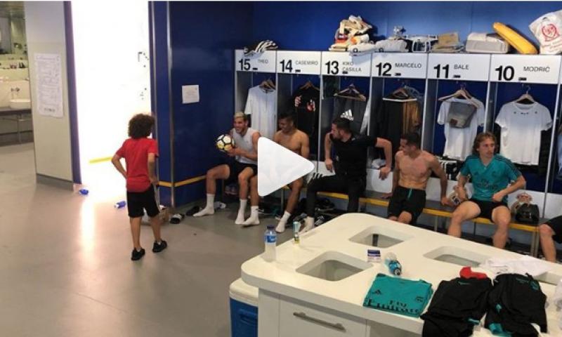 Olha só o que o Enzo, filho do Marcelo, fez no vestiário do Real Madrid...