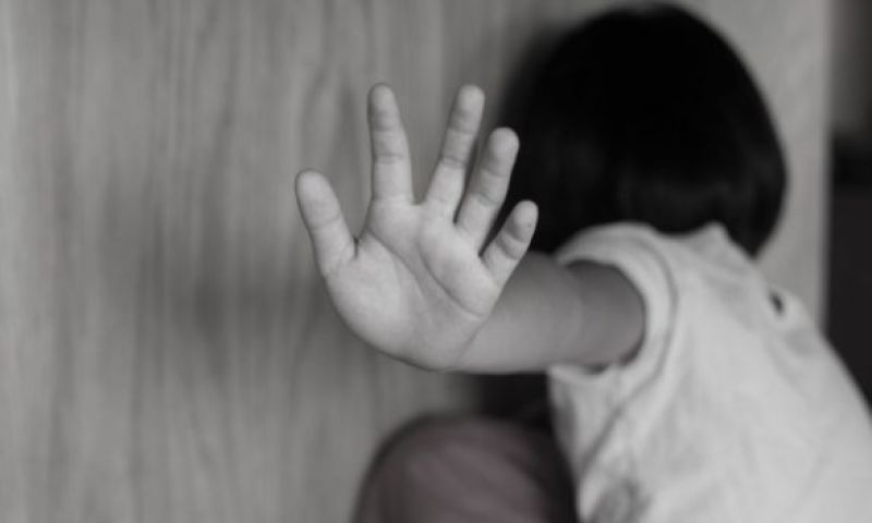 Menina de 4 anos é estuprada após dormir na casa da patroa da mãe, na Zona Oeste do Rio
