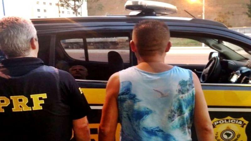 Duas pessoas procuradas pela Justiça são presas em abordagens da PRF em Muriaé e Leopoldina