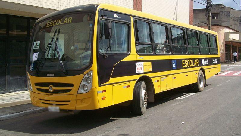 Mãe de criança esquecida em ônibus escolar será indenizada