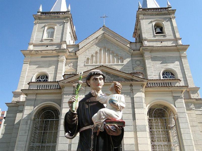 Settra realiza interdições nas vias do Centro de Juiz de Fora para procissão de Santo Antônio