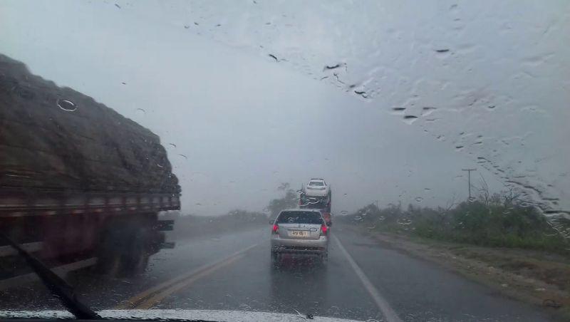 DER-MG dá dicas para quem vai pegar estrada com chuva