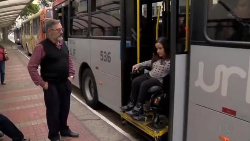 Lei que permite que deficientes desembarquem fora dos pontos de ônibus é aprovada em Juiz de Fora