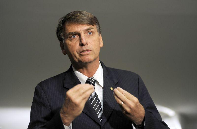 'O governo jamais congelará salários de aposentados', afirma Bolsonaro